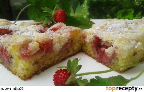 Rychlý jogurtový koláč s jahodami