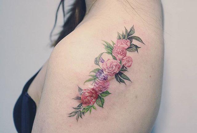 . Scar cover🌹 . . . #tattooer_baam  #baam_tattooing . . #tattoo #tattoos #tattooing #타투도안 #타투 #홍대타투 #tattooist #타투이스트 #여자타투 #미니타투 #타투어밤#포인트타투 #pointtattoo #라인타투 #linetattoo #컬러타투 #colortattoo #팔타투 #꽃타투#flowertattoo #탄생화타투 #흉터커버 #커버업타투