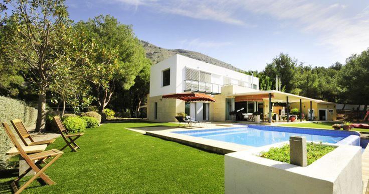 Veel ruimte in en rond de villa met 4 slaapkamers en 4 badkamers. (perceel 5000m2)