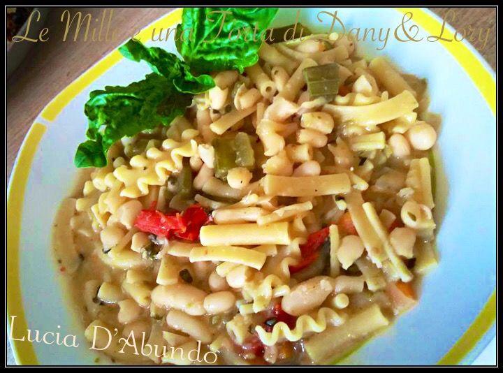 Spullecarielle cu a pasta mmiscata alla napoletana (Spollichini con pasta mista) gli spollichini sono i fagioli borlotti o cannellini freschi. Il termine
