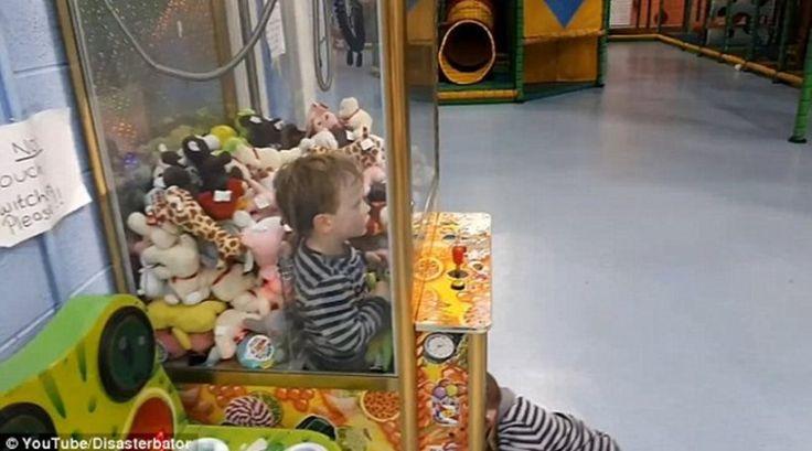 Κλάμα: Τρίχρονος Κατάφερε Το Απίστευτο Και Κλείστηκε Μέσα Στο Μηχάνημα Με Τα Λούτρινα! Crazynews.gr
