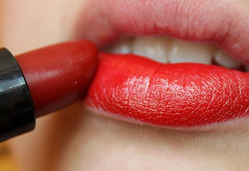How to: Give your Lipstick Staying Power #lipstick #lips