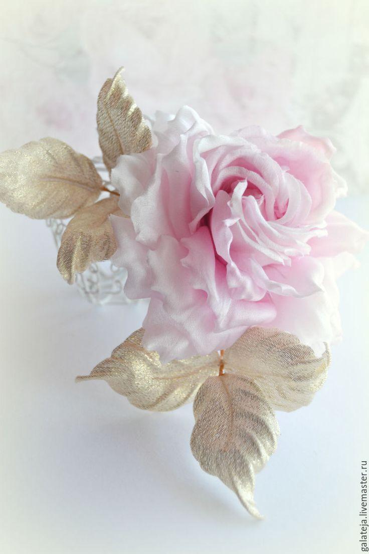 Купить Цветы из шелка Брошь Рождественское утро - бледно-розовый, купить подарок