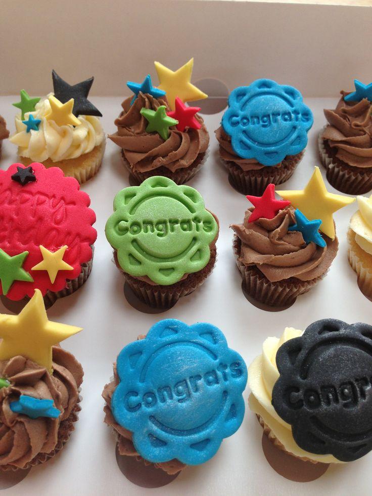 Congrats mini cupcakes