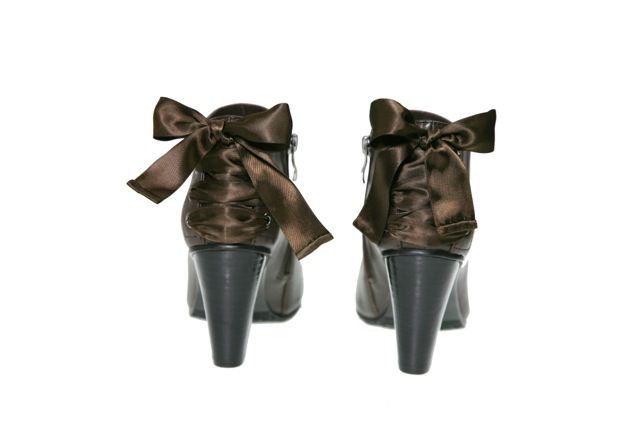 #TheOutstanding TagYourShoes #PiaHaugseth   Booties with a bow! Buy it in www.viagalleria.no ----> Corso Como #Shoes #Fashion #Norway