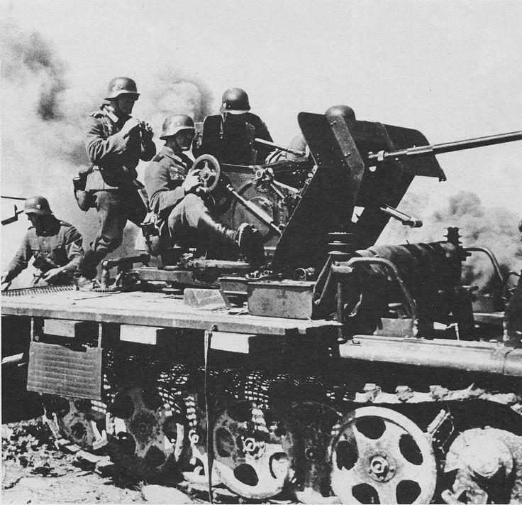 Sd.Kfz. 10/4 anti-aircraft half-track with 20mm Flak 30 gun.