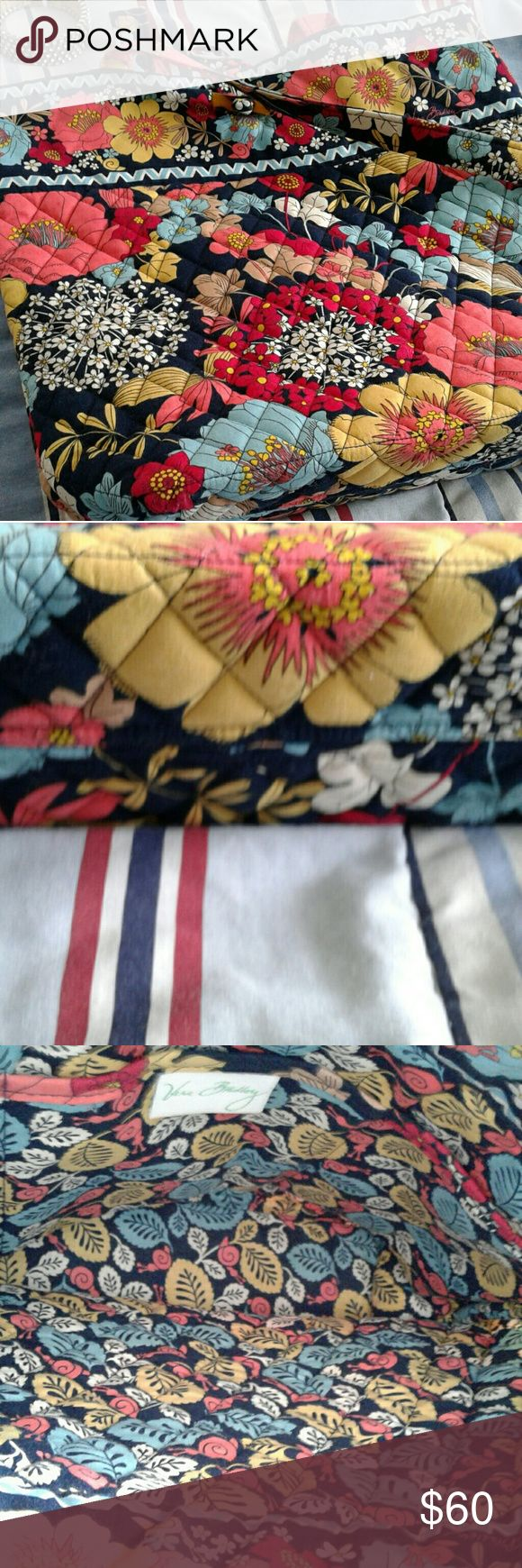 Vera Bradley tote bag A very pretty Vera Bradley bag in excellent condition. Vera Bradley Bags Totes
