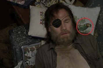 "20 Things You Might Have Missed While Watching ""The Walking Dead"""