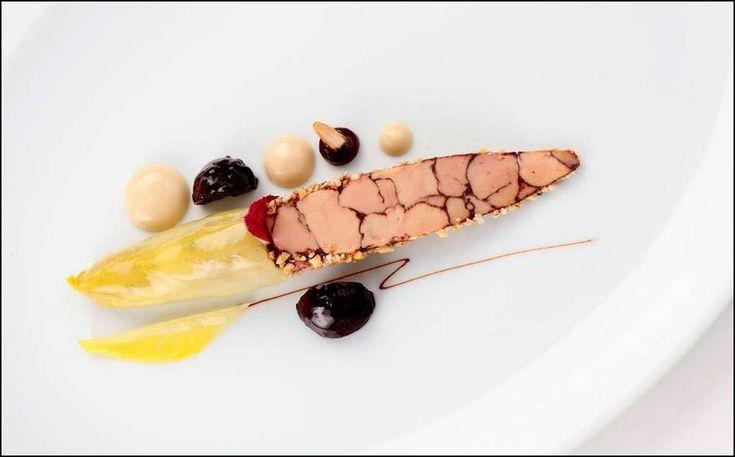 Le dressage original du jour est de : Sven Elversfeld Photo The Five Star Ritz Carlton  Vous aimez les belles présentations ? Alors vous aussi, surprenez vos invités avec Visions Gourmandes, un livre unique au monde sur l'art de dresser et présenter une assiette comme un Chef... A s'offrir sur VG ► http://goo.gl/4SV9Md  Ou sur Amazon ► https://goo.gl/DAtMSJ  --------------------------------------------------------------------------------- Visions Gourmandes sur You Tube ►…