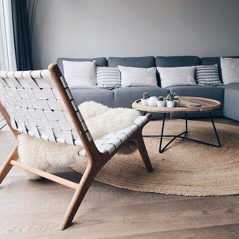 Nog een mooie uit Valkenburg met de Ushuaia loungestoel met wit leer, ronde tapijt en de ronde salontafel! Bij interesse mail naar ibizaoutdoor@gmail.com ook voor een afspraak in de loods. #interieur #valkenburg #loungestoel #ushuaia #tapijt #salontafel #decoratie #woning #coolhome