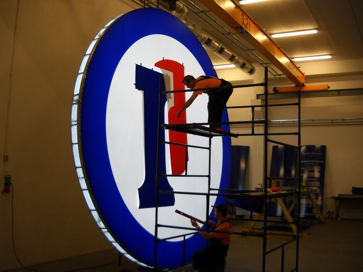 Signage manufacturer, illuminated signage, signs assembly, montaż produkcja reklam, producent reklam, Graffico, pylon signage, 3D  signs, freestanding signs