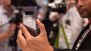 4 cosas que sólo puedes hacer con el Galaxy Note 8 - https://www.vexsoluciones.com/noticias/4-cosas-que-solo-puedes-hacer-con-el-galaxy-note-8/