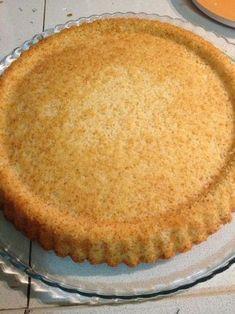 Bu günlerde tart,turta ve pastalara takmış durumdayım.Bu gün vereceğim tarif de tart görünümünde nefis bir pasta.Kek kısmı yumuşacık,sanır...