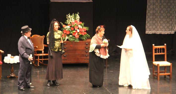 ALMUÑÉCAR.El elenco de actores representó este clásico del teatro con un aforo casi lleno de público.