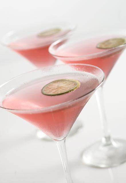 Esta bebida será ideal para preparar en este San Valentín. El color y el sabor quedarán perfectos para un ambiente romántico.