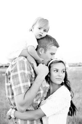 Love this family pix. Def need to copy this pose with our first baby girl
