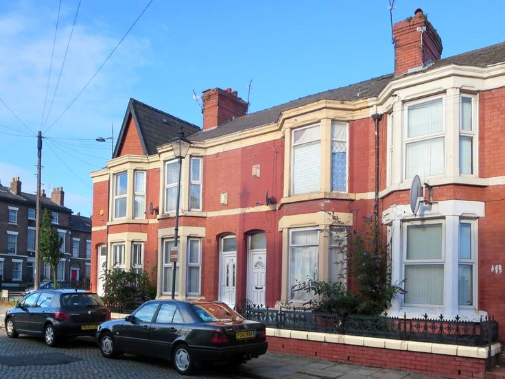 In 1901 my great grandparents David and Mary Elizabeth Stanley were living at 156 Leopold Road, Liverpool, England. This was the childhood home of my grandfather Arthur Andrew Stanley (1892-1969).