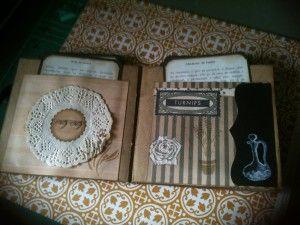 Están hechos con papel craft y los papeles  de lMarisa Bernal 1921