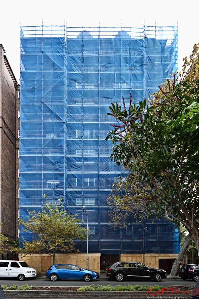 https://flic.kr/p/SXkxgm | Blue Car - Potts Point. | I love shade-cloth shrouded scaffolding, is there anything better?  This blue wrapped 1920's or 30's block also just happened out have a blue car parked right out front. Perfect!  www.kentjohnsonphotography.com.au/