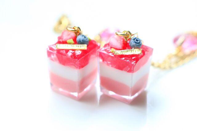 苺ジュレのカップデザート・チャーム