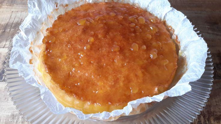 Cake met amandelen en limoncello. Ik heb een zwak voor gebak met citroen. Het recept van deze cake met amandelen en limoncello is onweerstaanbaar en zeker het proberen waard.
