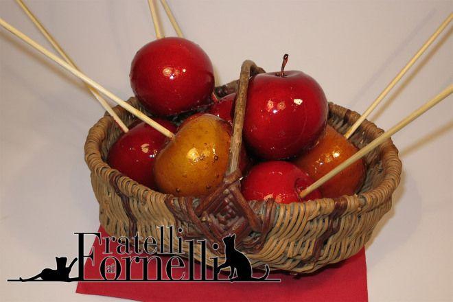 """Mele caramellate di Biancaneve - Fratelli ai Fornelli - Deliziose mele """"avvelenate"""" ricoperte di caramello da offrire ai vostri invitati per la notte di Halloween"""
