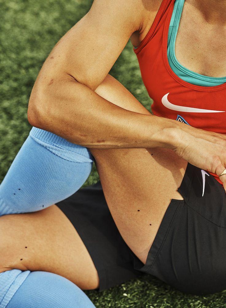 Американский фотограф Кайт Опперман сняла профессиональных футболисток— игроков сборной США иучастниц Национальной женской футбольной лиги.