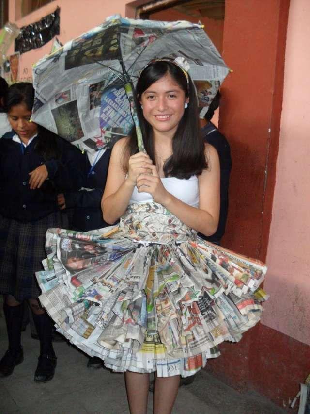 Vestido con periódicos