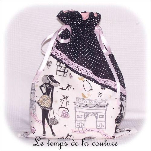 """Sac pochon lingerie - tons de noir, blanc et rose motif """"parisienne"""" - fait main."""