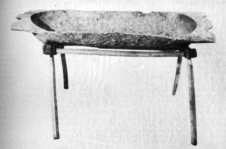 Sütőteknő teknőlábon (Szeremle, Bács-Kiskun m., 20. sz. eleje) Bp. Néprajzi Múzeum