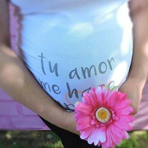 Las camisetas para embarazas wondermami son el mejor regalo para una futura mami, pues son muy cómodas y tienen mensajes originales. Si estás buscando una camiseta para premamas bonita entra en www.wondermami.com #camiseta #premamas #camisetaparapremamas