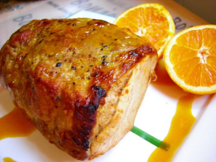 Lomo de cerdo asado con zumo de naranja, mostaza y miel
