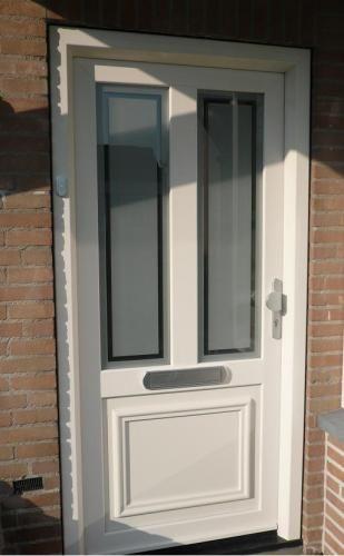 Voordeur type KKS Classic, borstw. 8400 v.z.v. glas mat / heldere rand / mat en HvN voordeurgarnituur skg**