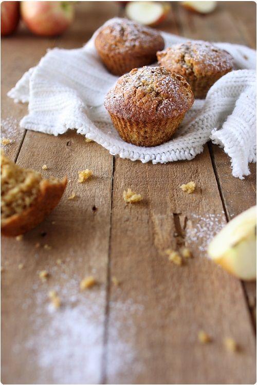 Ces muffins sont excellents pour un petit déjeuner. Ils sont riches en fibres grâce aux flocons d'avoine et à la pomme, mais également riches en oméga-3 pu