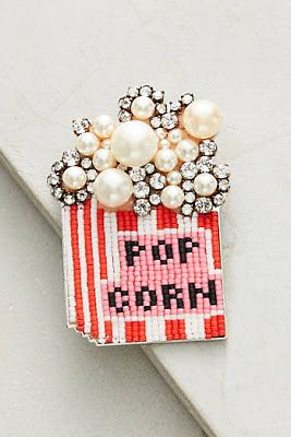 Vintage-looking beading (or embroidery?) with a vintage brooch - popcorn