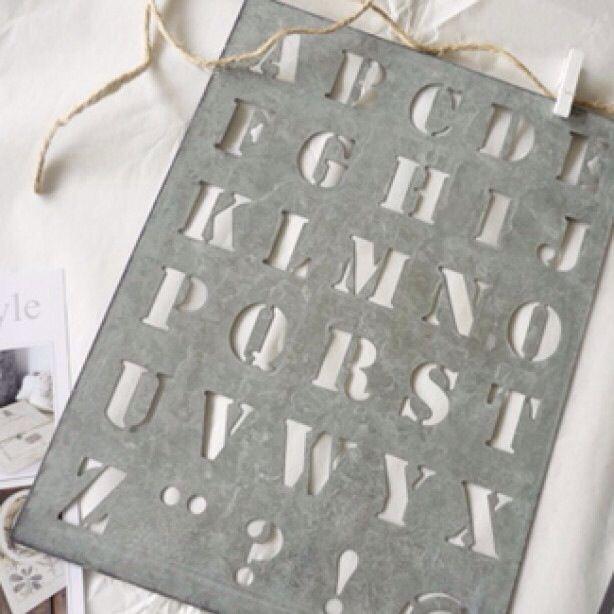 Letters op hout o.i.d zetten