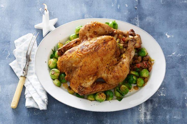 Turkey time! Vul deze flinke vogel met zoete appel en cranberry's - Recept - Allerhande