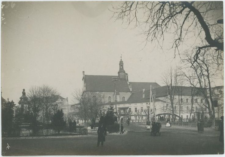 Widok na kościół św. Stanisława i pomnik cara Mikołaja II | Muzea Wielkopolski