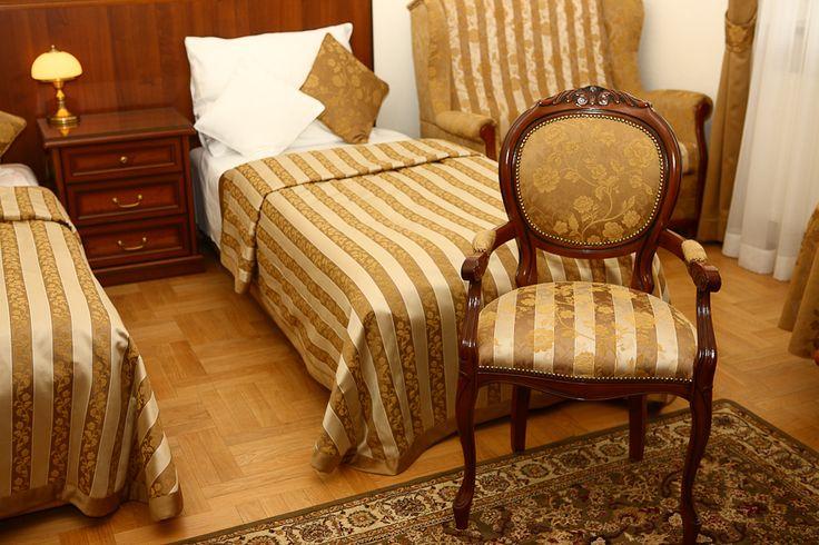 Co myślicie o zestawieniu złota z brązem i bielą? http://www.hotelklimek.pl/pensjonatklimek/pensjonat #interior #room #pokój #noclegi #pensjonat #theguesthouse #polska #poland #rest #odpoczynek #beskidy