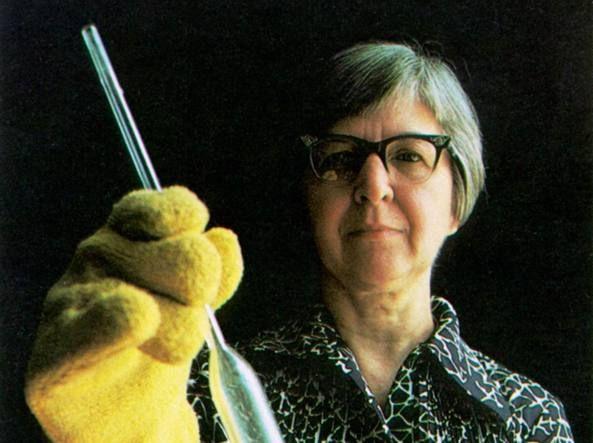 Esplora il significato del termine: Morta Stephanie Kwolek, inventò la super fibra Kevlar La sua scoperta ha salvato migliaia di vite umane: serve per produrre i giubbotti antiproiettile. La scienziata aveva 90 anniMorta Stephanie Kwolek, inventò la super fibra Kevlar La sua scoperta ha salvato migliaia di vite umane: serve per produrre i giubbotti antiproiettile. La scienziata aveva 90 anni