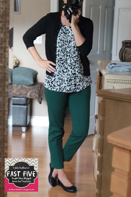 Back to School outfits for teachers | Fall | Green Ponte Knit Ankle Pants | Black and White Sweater | #whitehouseblackmarket