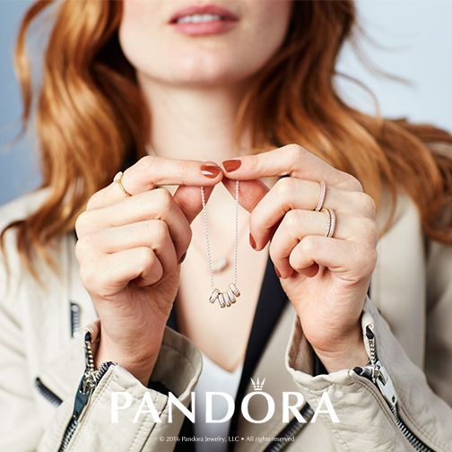Combined PANDORA Jewellery in sterling silver and 14k gold to create a look of mixed metals to add your own personal style to any outfit. Mix your metals to match your personality.