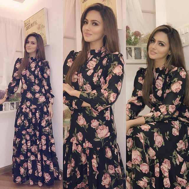 @bollywoodstylefile - #wajahtumho - Sana Khan looking superb as she promotes her upcoming movie Wajah TUM HO. .Outfit - @pasha.indiaHMU- @vaz_elvis @arpana_ganoje08