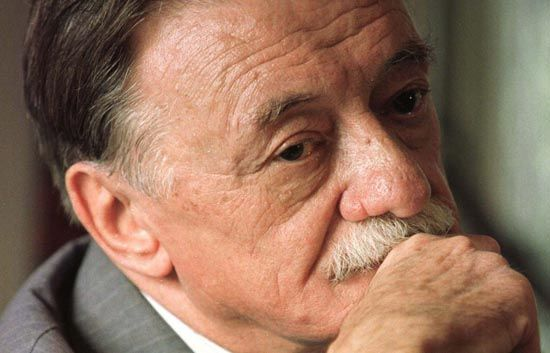 World famous Uruguayan poet Mario Benedetti pauses in thought during a press conference in Mexico Ci..
