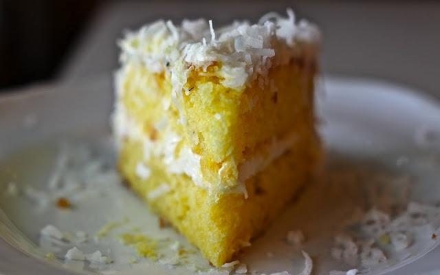 Yammie's Noshery: Piña Colada Cake: Cravings Cakes, Pina Colada, Yammie Nosheri, Colada Cakes, Piña Colada, Cakes Recipe, Sammi Nosheri, Baking Tipsdecor, Maraschino Cherries