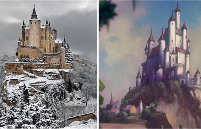 A gauche le château Alcazar de Ségovie, à droite le château de Blanche-Neige. © architecturendesign.net