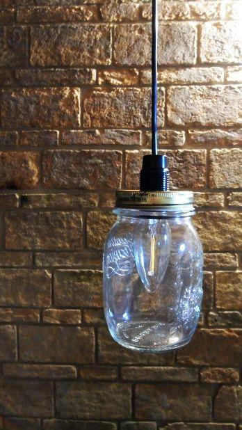 Particolare del barattolo con lampadina