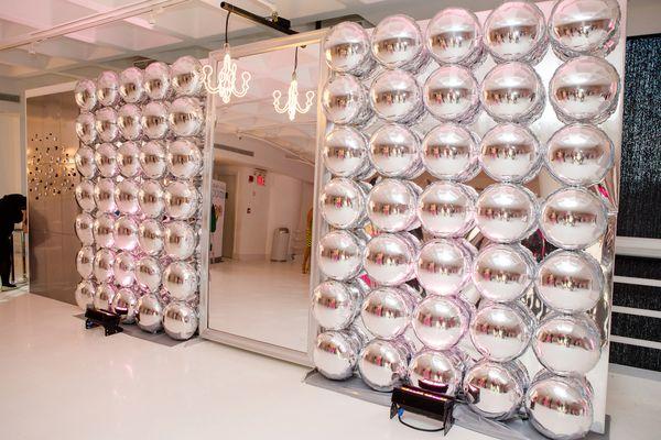 mylar balloon wall by balloon saloon nyc