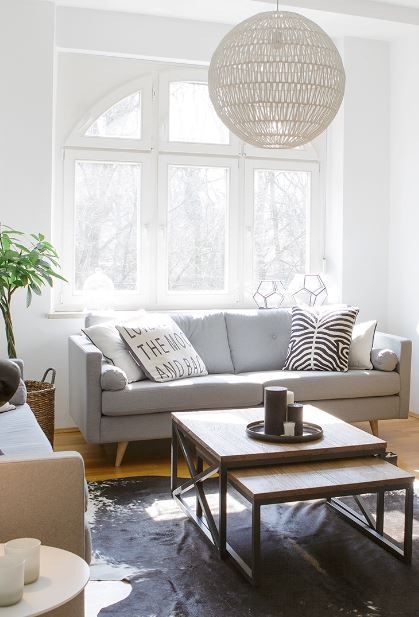 »Nordic Chic«   Urbane Coolness mit viel Schwarz-Weiß, Retro-Möbeln und in jedem Fall eine wild gemixte Bildgalerie.