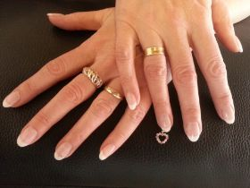 Nagelpiercing / Nail piercing